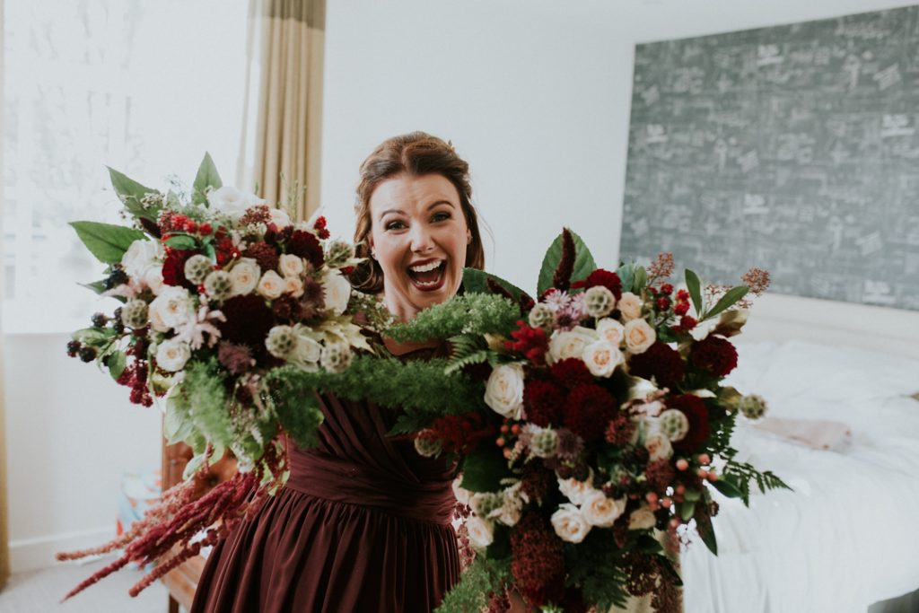 Bridesmaid with gorgeous autumn bouquets